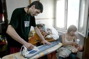 reportaje sala cuna - hombre trabajo doméstico