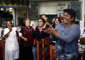 Andres Velasco se reune con mujeres de la Vega Central